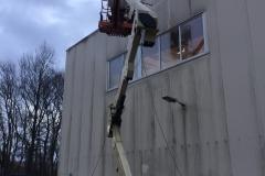 Fassadenreinigung mit Arbeitsbühne